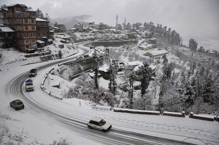 It\'s snowing in North India
