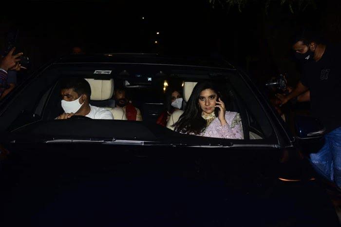 रिया और करण बूलानी की शादी में पहुंचीं सोनम कपूर