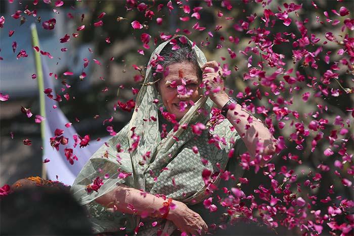Photo : Elections 2014: Raebareli has roses for Sonia Gandhi