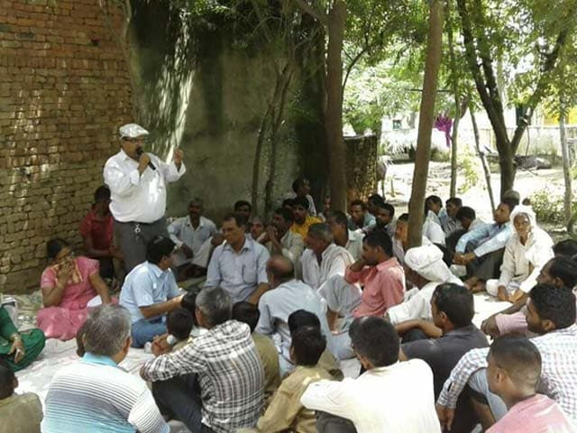 Photo : A Tale Of A Professor From Uttar Pradesh Who Is Instrumental In Making 15 Villages Open Defecation Free