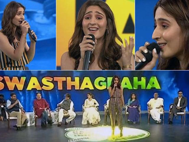Banega Swasth India:'स्वस्थागृह' के मंच पर पहुंचीं कृति सैनन, तुलसी कुमार, ध्वनि भानुशाली भी आईं नज़र