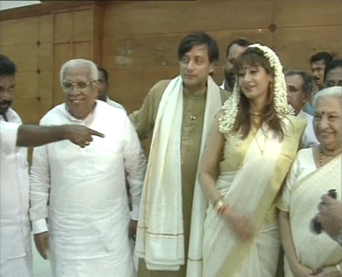tharoor pushkar reception in delhi photo gallery