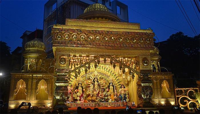 दुर्गा पूजा पंडालों के अनोखे रंग और रूप