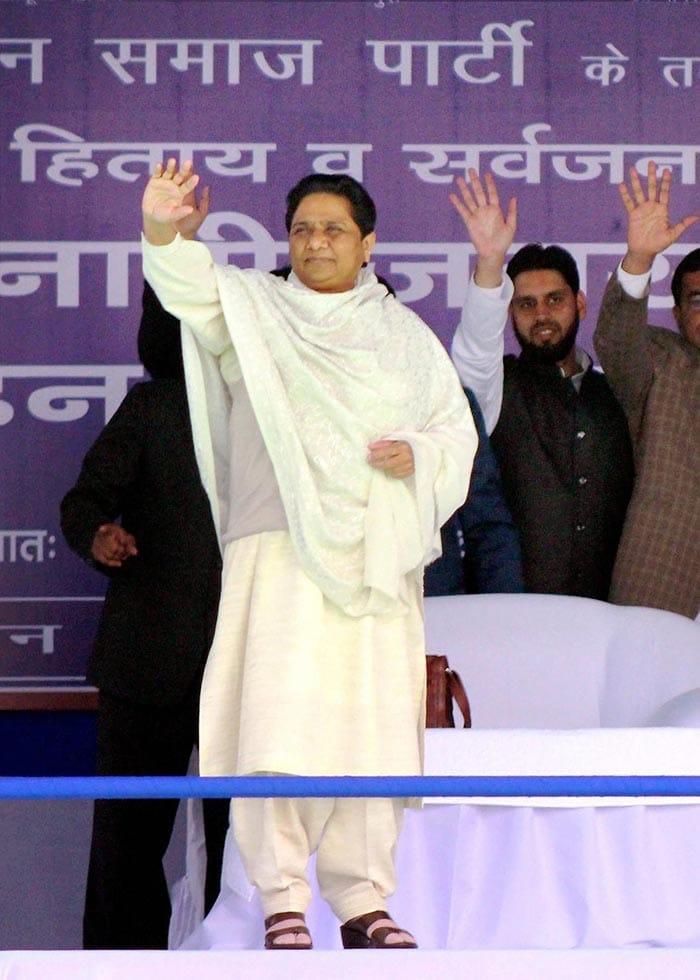 UP Polls 2017 In Pics: Samajwadi-Congress Alliance Faces BJP Challenge