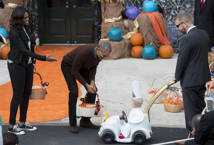US President Barack Obama Meets Baby Pope at White House\'s Halloween Party