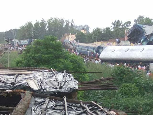 Photo : मुजफ्फरनगर के पास भयानक हादसे का शिकार हुई उत्कल एक्सप्रेस
