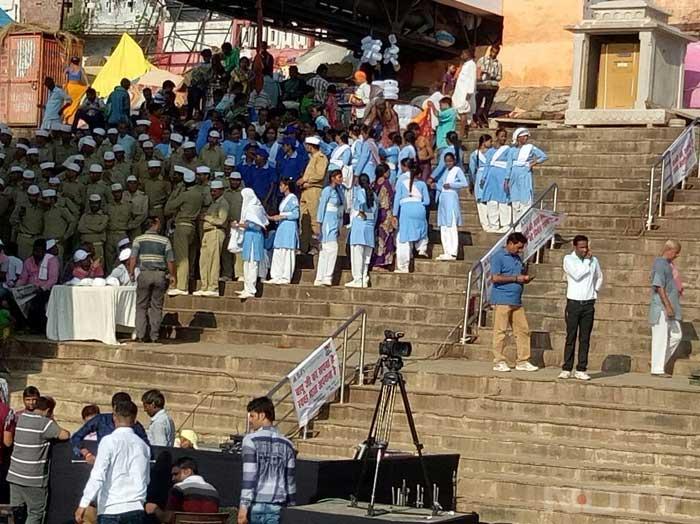 Varanasi: Banega Swachh India Cleanathon At 84 Historical Ghats