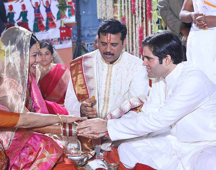 varun gandhi and rahul relationship with wife