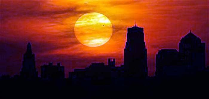 Venus transits across the sun