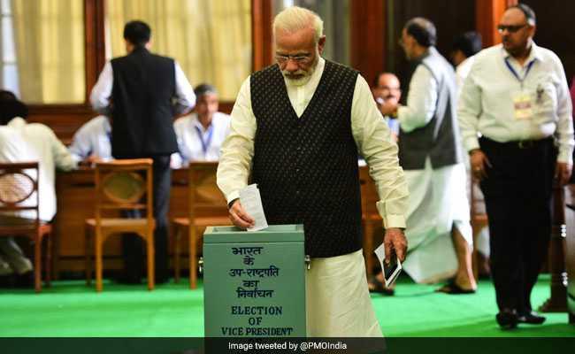 उप राष्ट्रपति चुनाव 2017: दिग्गज राजनेताओं ने किया मतदान