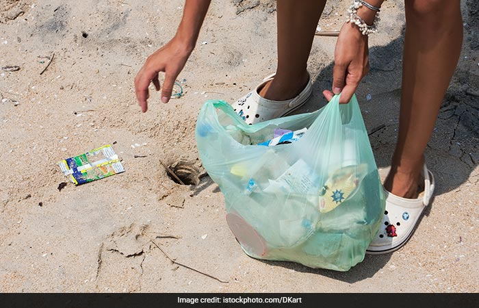 Mumbai\'s Pali Hill Residents Convert Household Waste Into Electricity And Light Up A Street