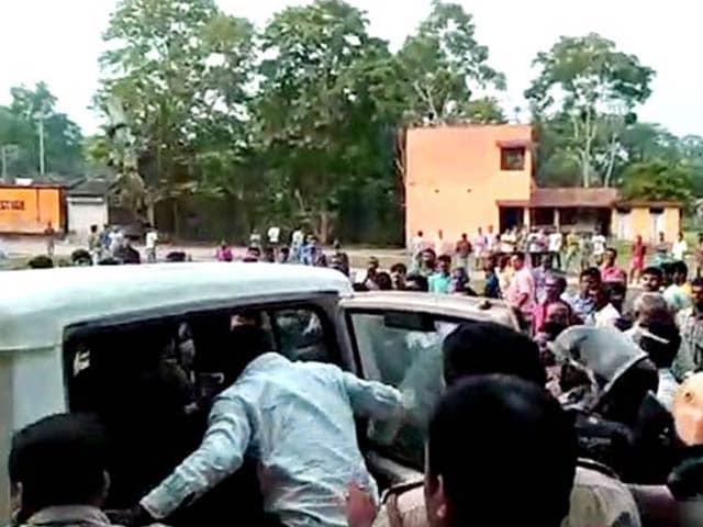 Photo : Violence In West Bengal Panchayat Polls, Media Vehicle Damaged