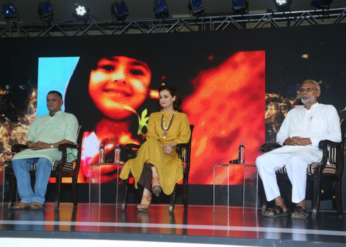एनडीटीवी यूथ फॉर चेंज में भाग लेने के लिए पहुंची दीया मिर्जा.