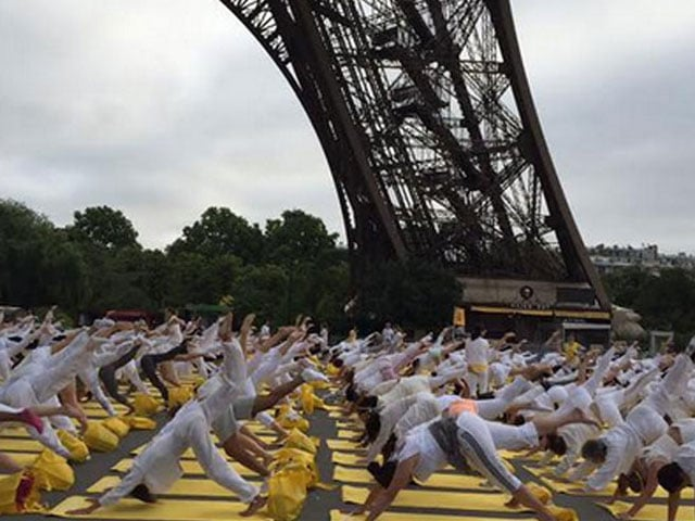 Photo : With a Twist: How the World Celebrated Yoga Day