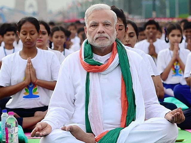 Photo : At Dawn, India Stretches Together: 10 Best Pics of Yoga Day
