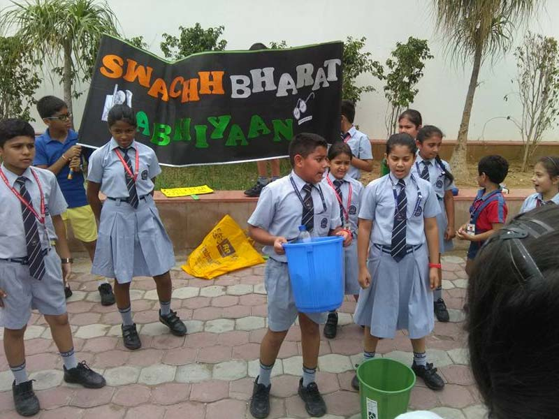Photo : In Pics: Students Participating In Cleaning Activities To Build A Clean India
