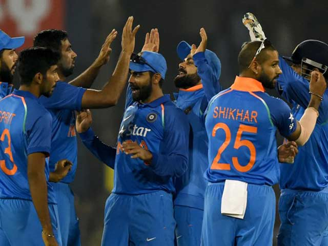 2nd ODI: Yuvraj Singh, MS Dhoni Star as India Clinch Series in Cuttack