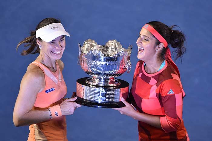 Photo : Sania Mirza-Martina Hingis Win Women's Double Title, Andy Murray Fights to Enter Australian Open Final
