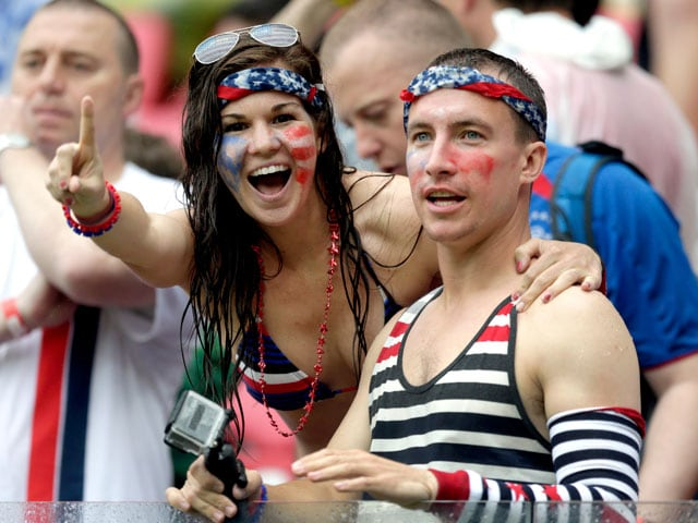 Photo : Fans Cheer USA as They Make Last 16 of FIFA World Cup