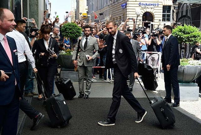 FC Barcelona, Juventus Arrive in Berlin for High-Voltage Champions League Final