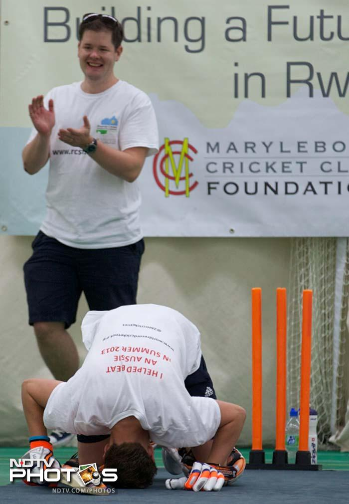 Batting for 26 hours, against 200 bowlers!