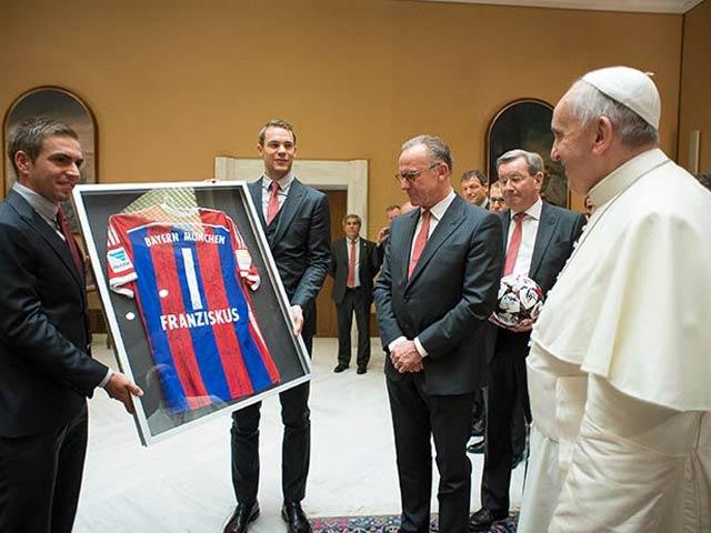 Photo : Bayern Munich Players Get Papal Blessing After Thrashing Roma