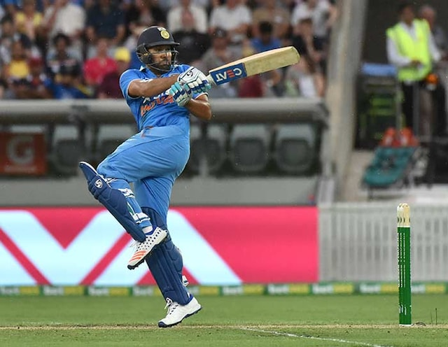 4th ODI: Virat Kohli, Shikhar Dhawan Tons Not Enough to Take India to win vs Australia