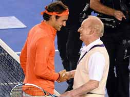 Photo : Federer rallies with Laver, at Rod Laver Arena