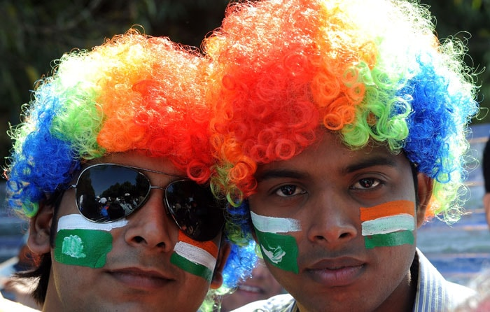 Fans cheer for cricketers