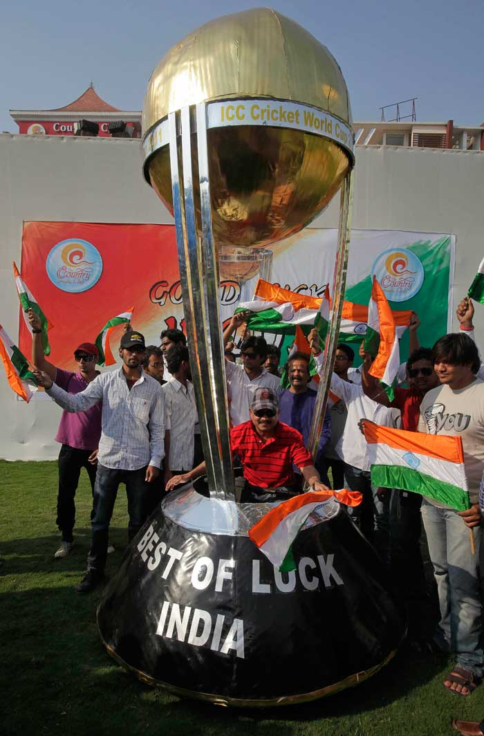 Fans cheer cricketers