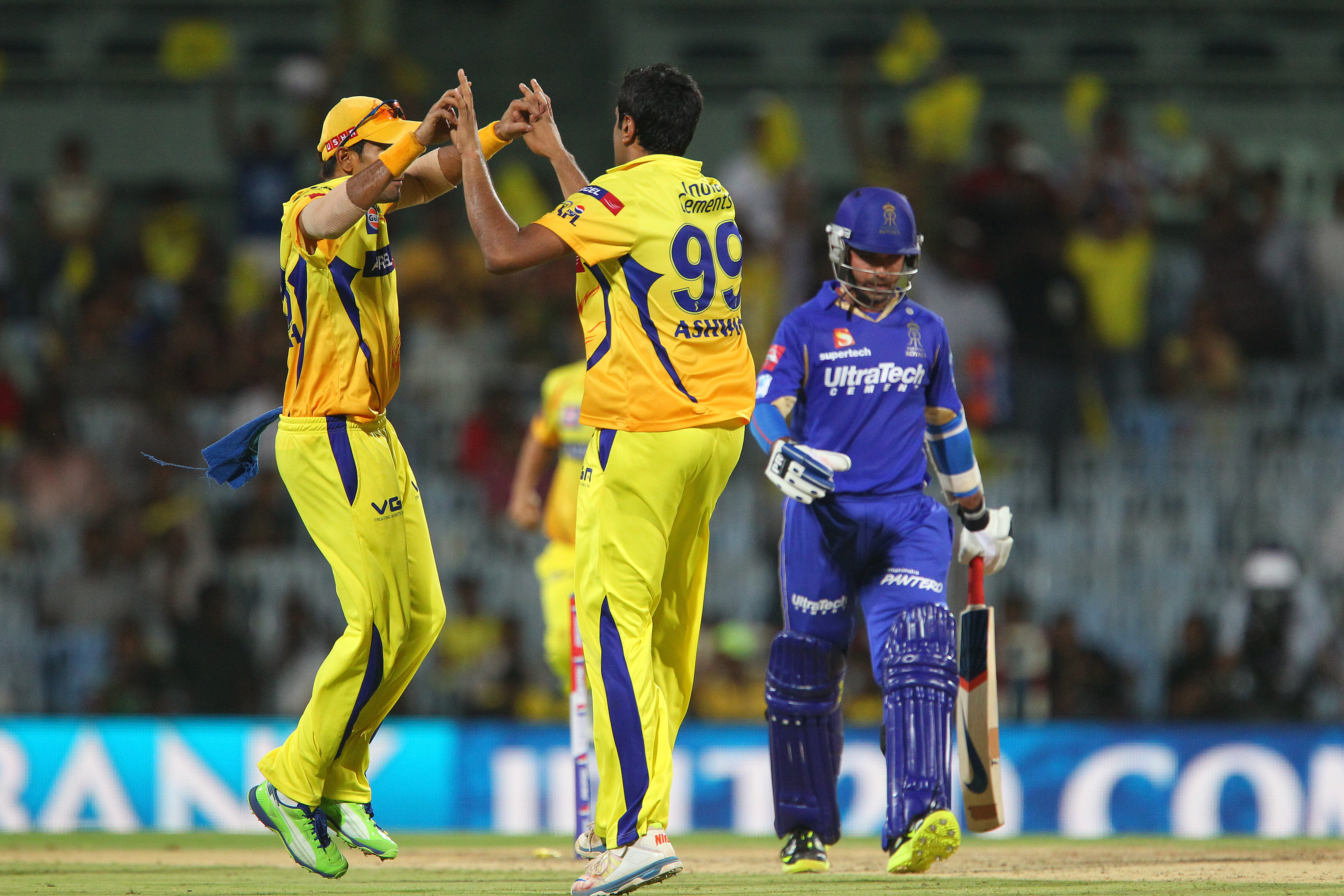 IPL 2013: Rajasthan fight, Chennai fight harder to win
