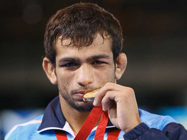 Photo : CWG: Wrestlers, Shooters Shower India with Medals