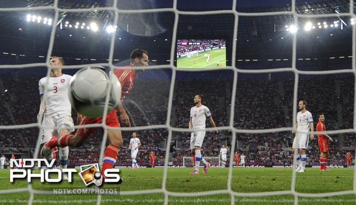 Euro 2012: Russia pummel a hapless Czech Republic, 4-1