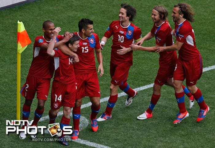Euro 2012: Czechs beat Greece to stay in the hunt