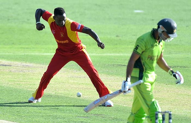 World Cup 2015: Pakistan Beat Zimbabwe for First Points