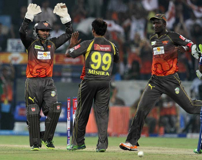 Delhi surrender meekly to Hyderabad by 6 wickets