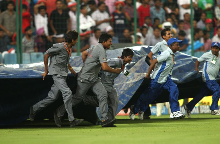 IPL 7: Hyderabad Sink Delhi in Rain-Hit Match