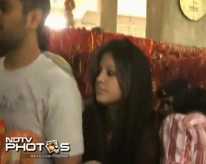 Sakshi, Dhoni visit Deori temple near Ranchi