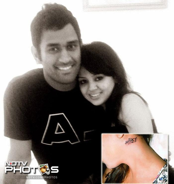 Lt Col Dhoni with wife Sakshi