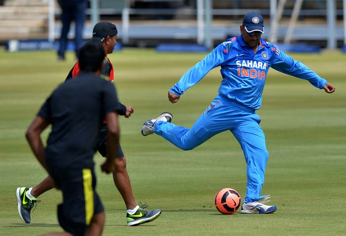 India in South Africa: MS Dhoni and Duncan Fletcher show off their footballing skills