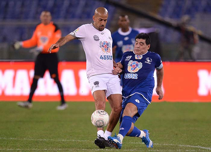 Diego Maradona, Juan Sebastian Veron's Bust Up Highlights Pope Francis' 'Peace Match'