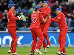 Photo : England beat the weather and New Zealand to enter semi-finals