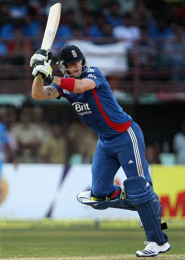 2nd ODI: Bhuvneshwar, Jadeja demolish hapless England in Kochi