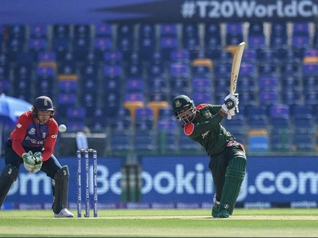Photo : इंग्लैंड ने बांग्लादेश को दी 8 विकेट से मात