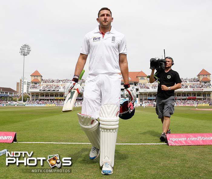 England embarrass India to a defeat