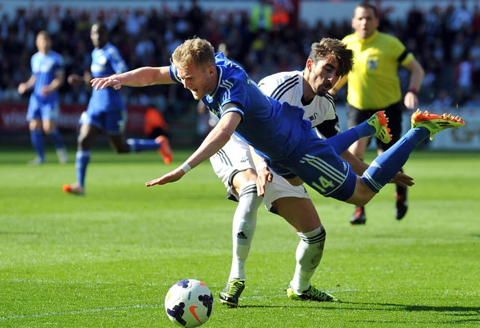 EPL: Nervy Chelsea stay alive in title race