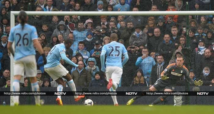 Rooney nets wonder goal, Suarez, Toure score hat-tricks