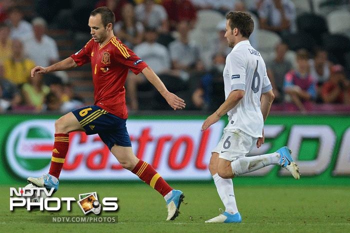 Euro 2012: Spain beat France 2-0, face Portugal in semis