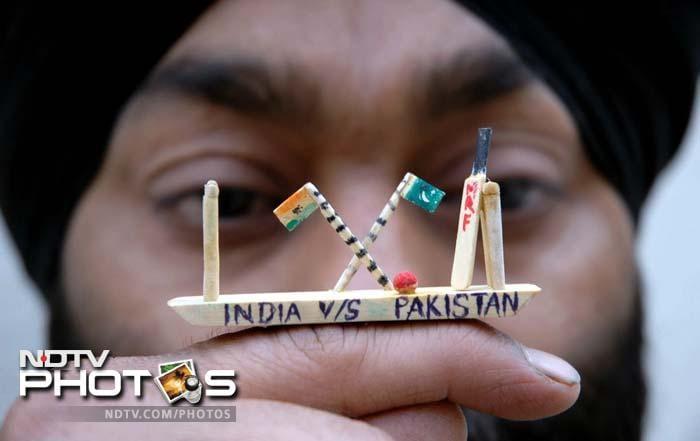 <i>ऐसी दीवानगी देखी नहीं कहीं</i>: भारत-पाक क्रिकेट फैंस की यादगार तस्वीरें