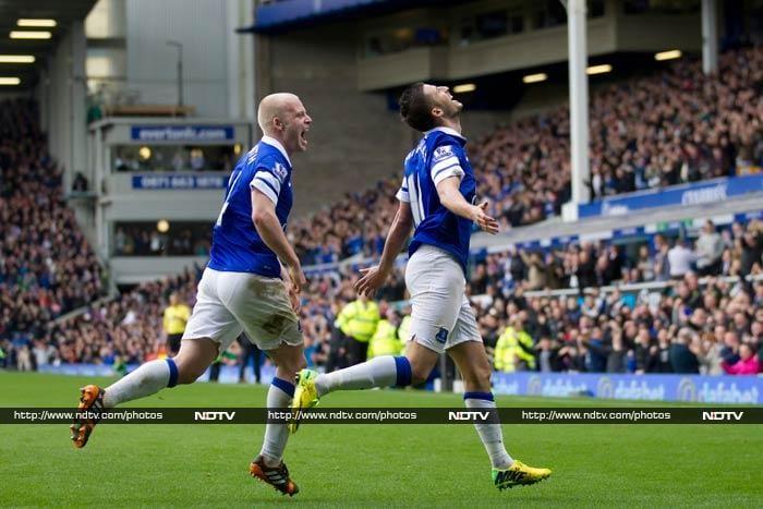EPL: Everton thrash Arsenal, Liverpool top table